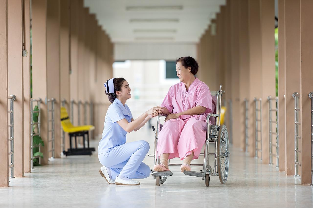 SWOT分析 看護師さん向けの事例【無料パワーポイント生ファイルダウンロード 】